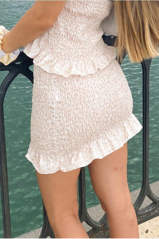 Falda corta beige...